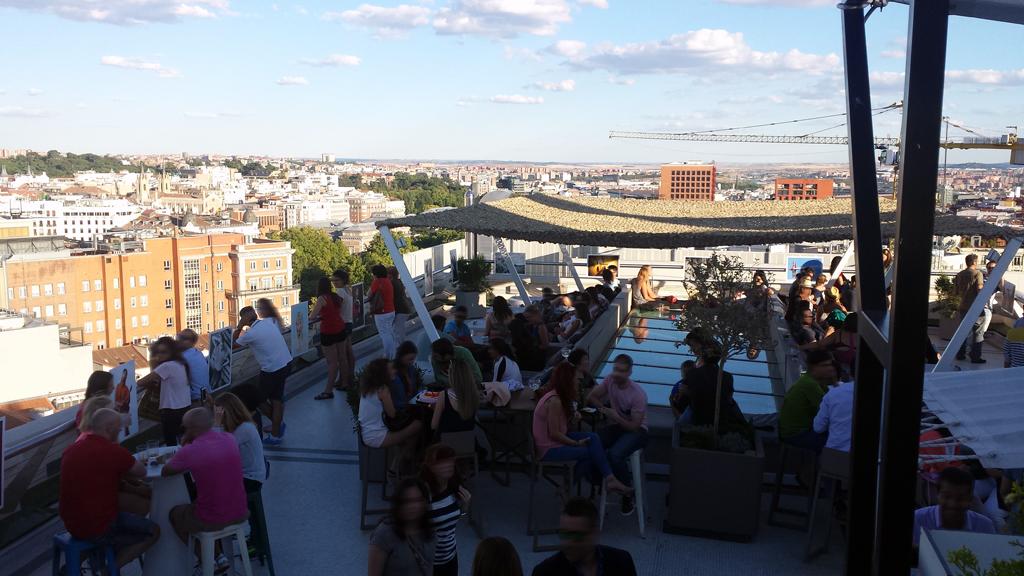TERRAZA DEL CÍRCULO DE BELLAS ARTES-una de las terrazas en Madrid con una zona chill-out para tomar una copa en sus sofás