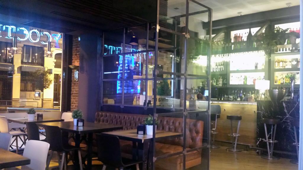 Granvía Uno-en su sala Open Bar podrás desayunar, comer o cenar a cualquier hora