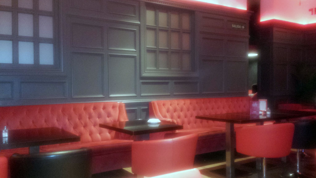 BRISTOL BAR-sillones Chester de color rojo para beber el mejor gin tonic