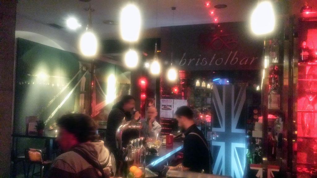 BRISTOL BAR-uno de los ambientes más british de Madrid donde disfrutar del gin tonic