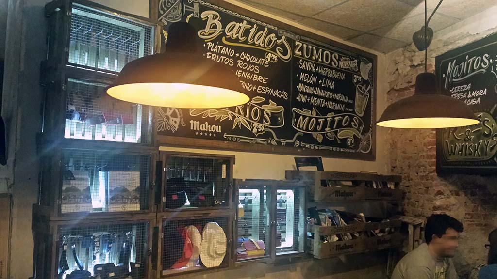 LA BICICLETA-un café en el barrio de Malasaña con una variada carta de mojitos y cócteles