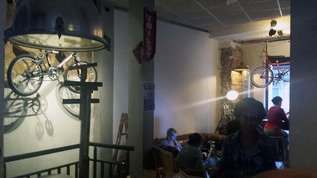 LA BICICLETA-un café temático dedicado al ciclismo en el barrio de Malasaña